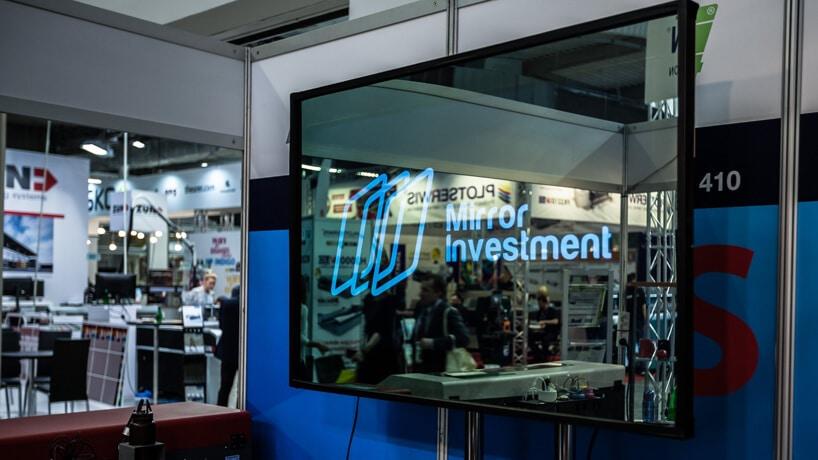 interaktywne lustro zlogotypem Mirror Investment