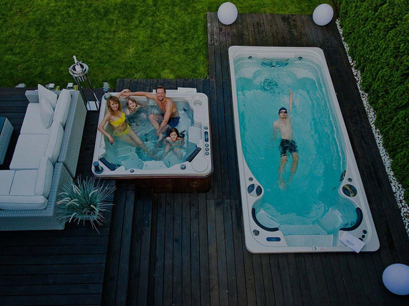 małe jacuzzi obok basenu ze sztucznym nurtem