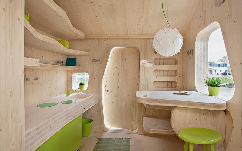 zielone dodatki wdrewnianym domu