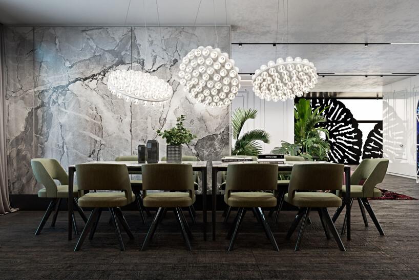 elegancka jadalnia zdużym stołem izielonymi krzesłami itrzema dużymi lampami wiszącymi