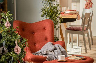 pomarańczowy fotel z podnóżkiem od VOX