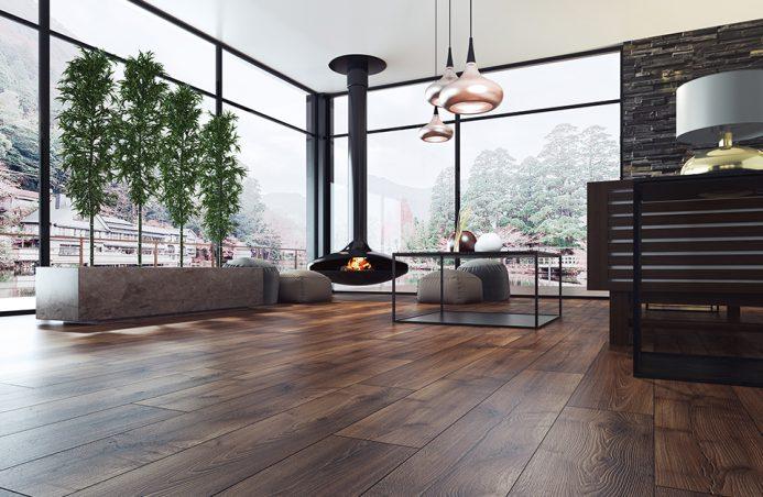 elegancki salon z wiszącym czarnym kominkiem z ciemną podłogą orzech barley od Swiss Krono