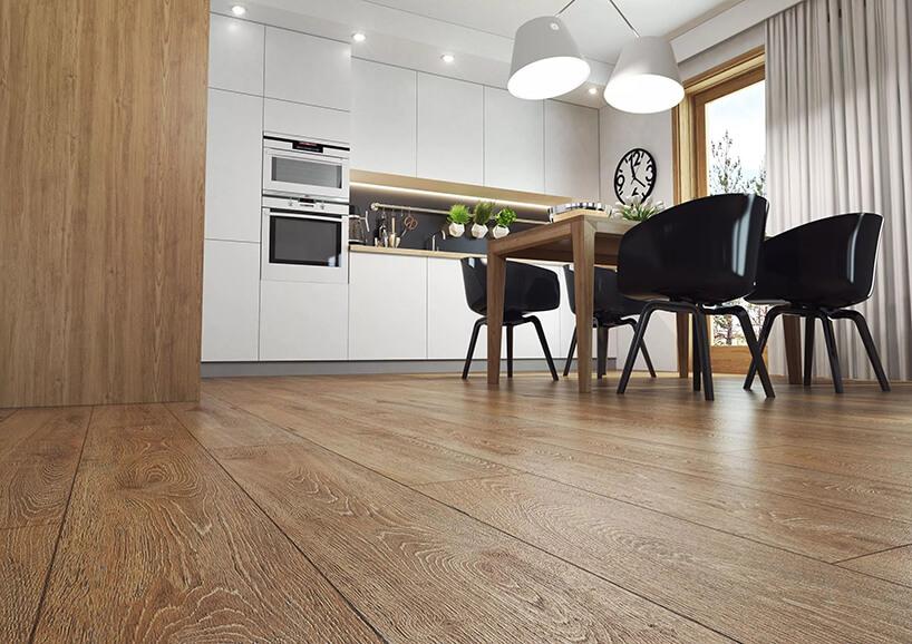 elegancka kuchnia ze stołem drewnianym zpodłogą dąb szafran 3493 od Swiss Krono