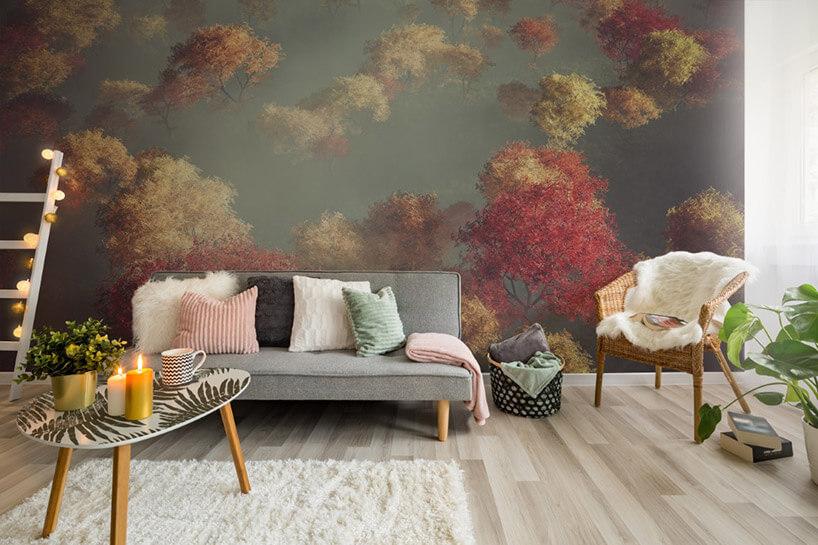 pastelowe drzewa zprzebarwionymi liśćmi wsalonie
