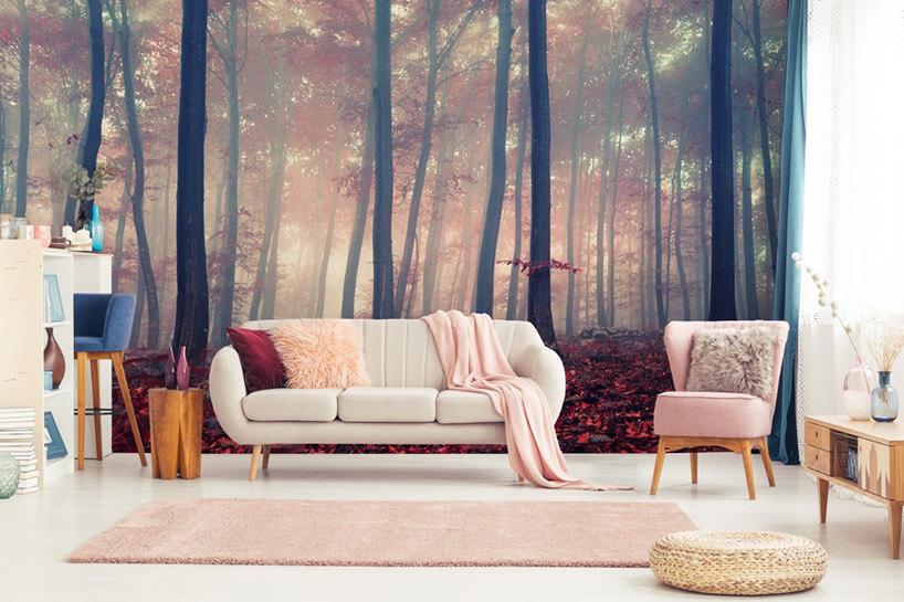 sofa ifotel na tle tapety zjesiennym lasem