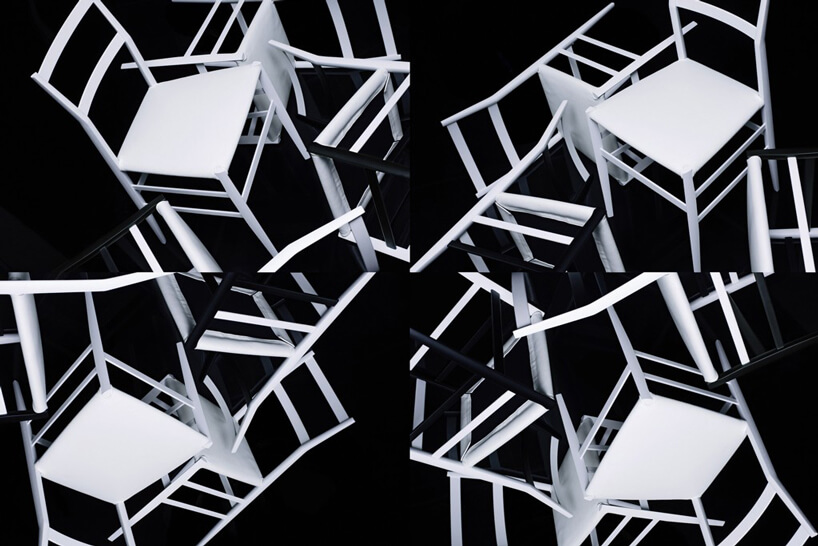 biało czarne krzesła na czarnym tle