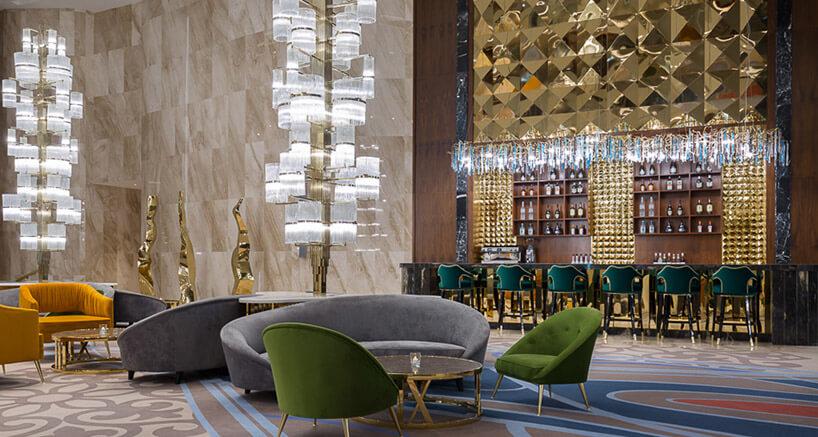 zielonka fotele wdużej przestrzeni kasyna