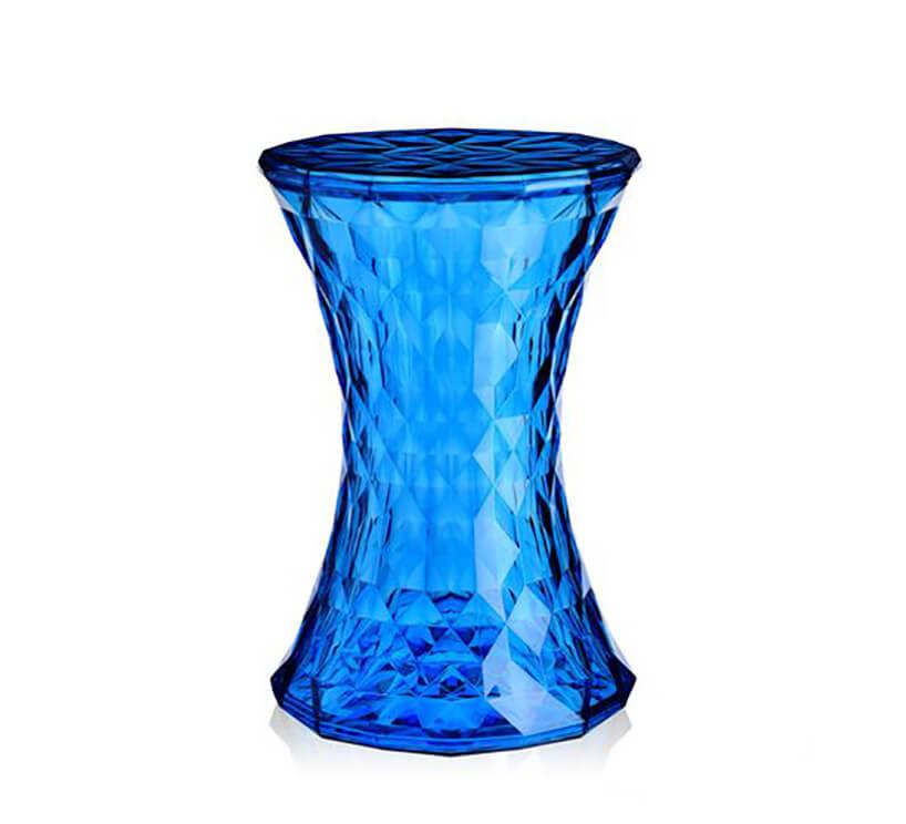 niebieski kryształowy stolik