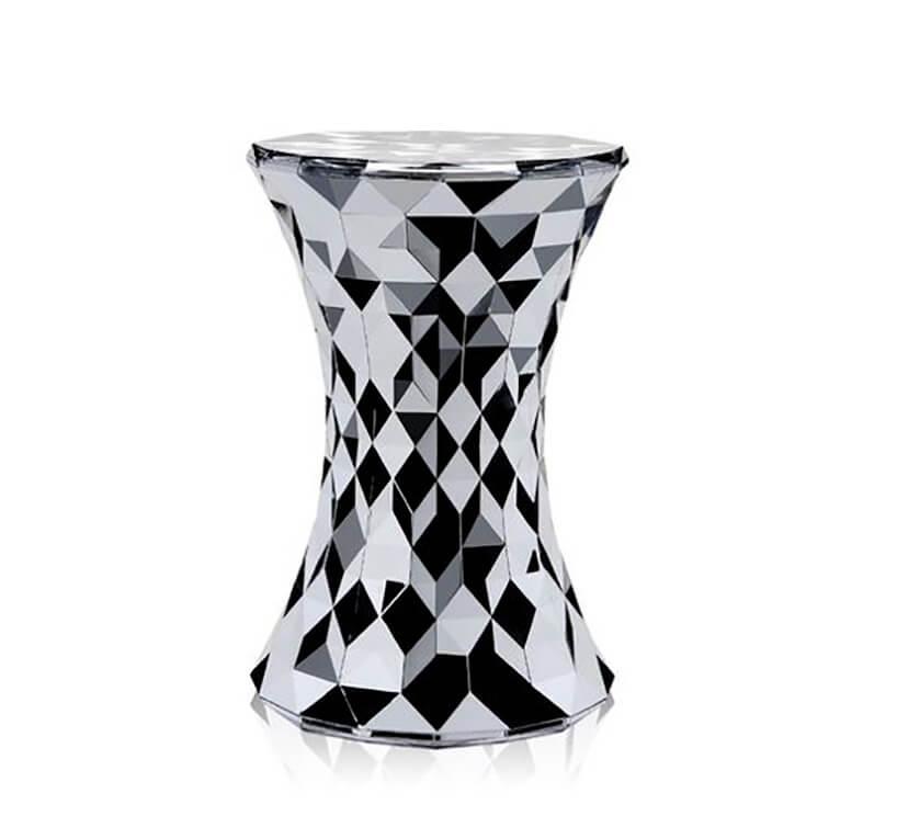 czarno-biały kryształowy stolik