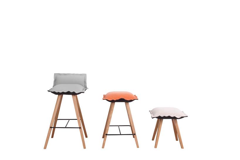 trzy stołki zpodszuką na siedzisku oróżnych wysokościach