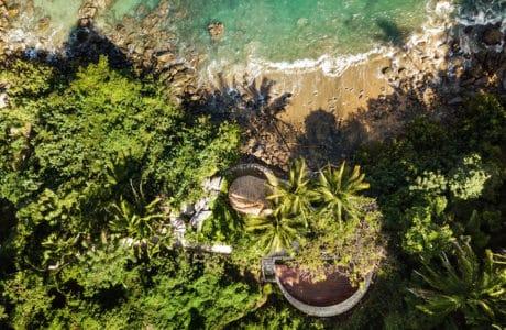 Oaza pod palmami i latające pelikany: kompleks wypoczynkowy w Meksyku