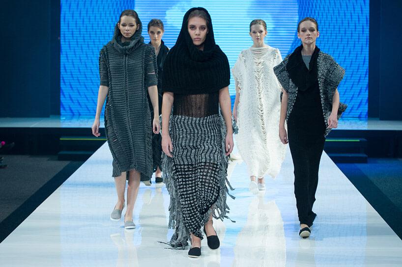 Modelki pod czas pokazu mody