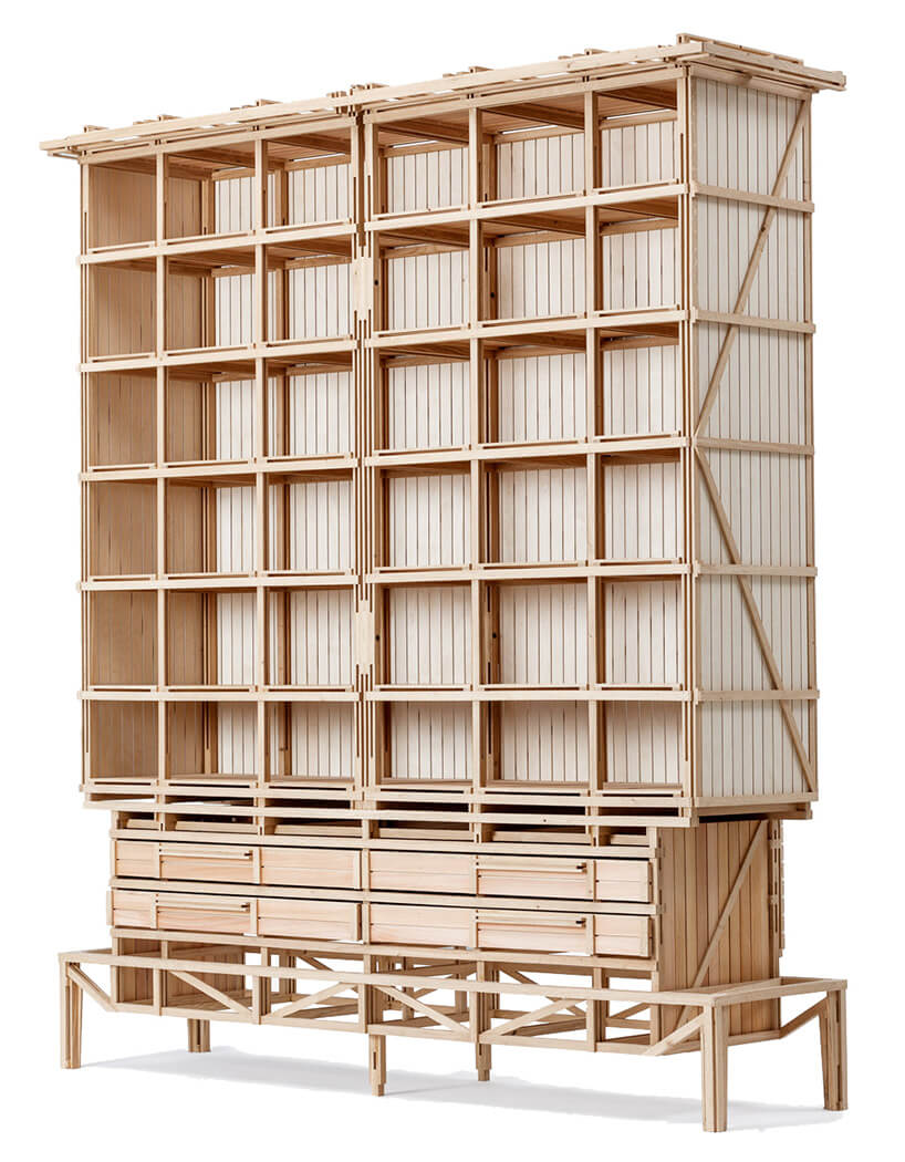 drewniana szafa bez zamontowanych drzwi