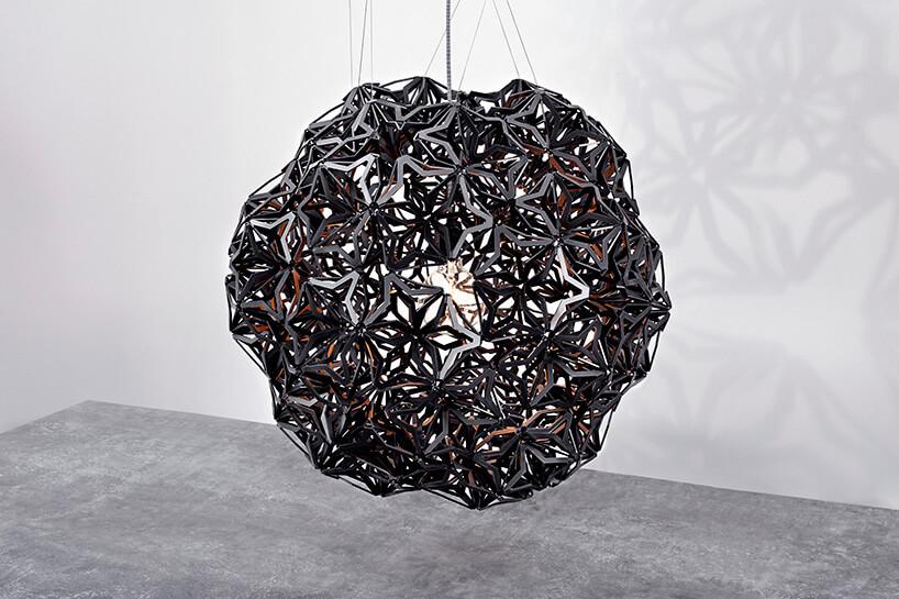 wyjątkowa czarna lampa wisząca
