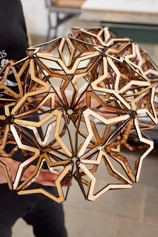 abażurowy element lampy podczas produkcji