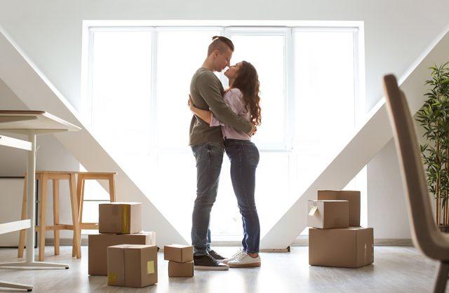 para w nowy mieszkaniu