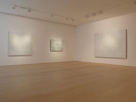 trzy obrazy wgalerii