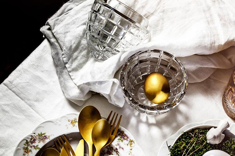 otwarte kryształowe jajo