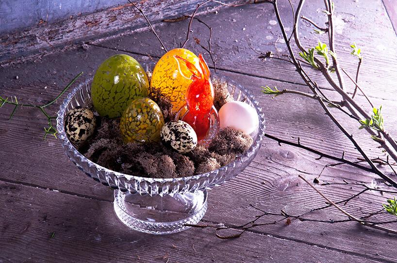 kryształowe jaj na paterze
