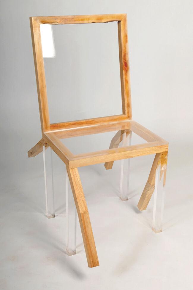 krzesło zelementami drewnianymi