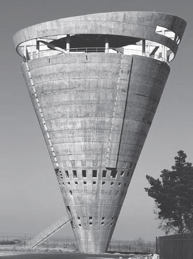 modernistyczny budynek wkształcie rożka
