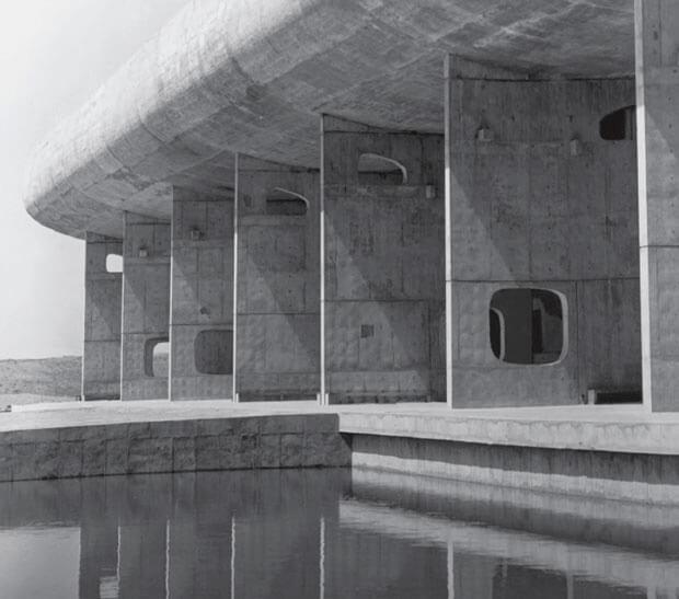monumentalny przykład modernistycznego budynku