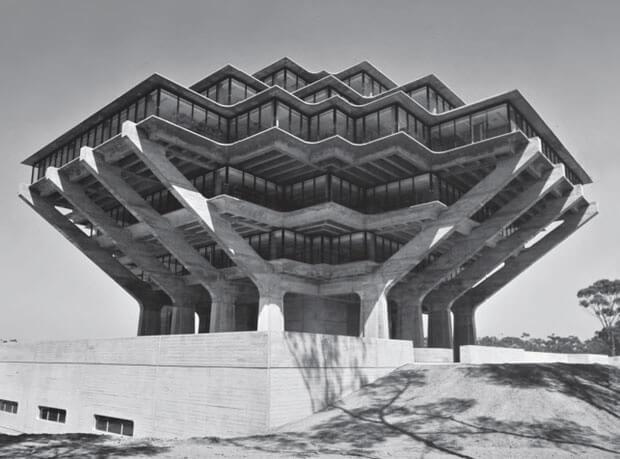 skomplikowany modernistyczny budynek