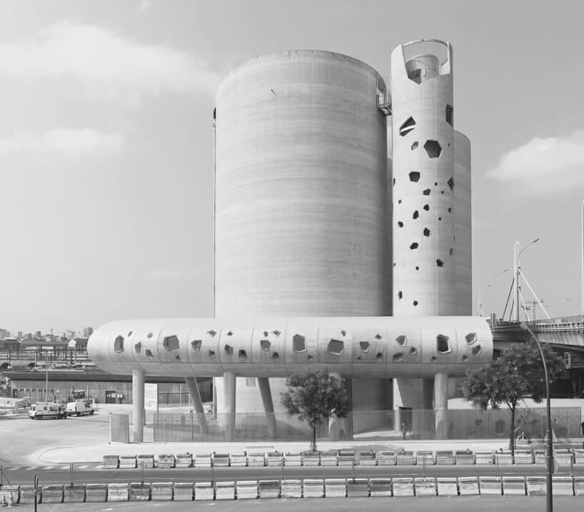 modernistyczny budynek wksztłacie walca