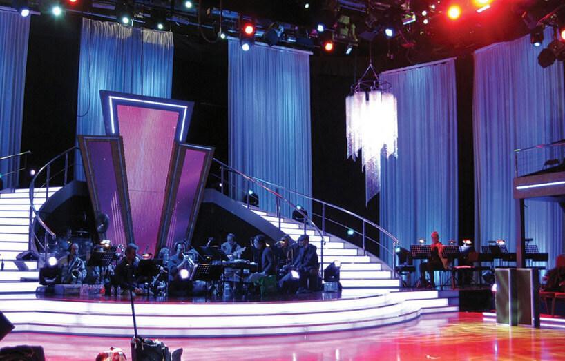 kurtyna na scenie wprogramie telewizyjnym