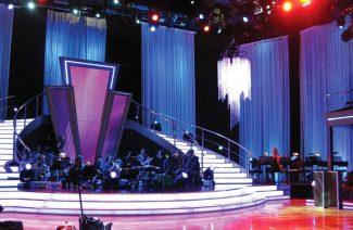 kurtyna na scenie w programie telewizyjnym