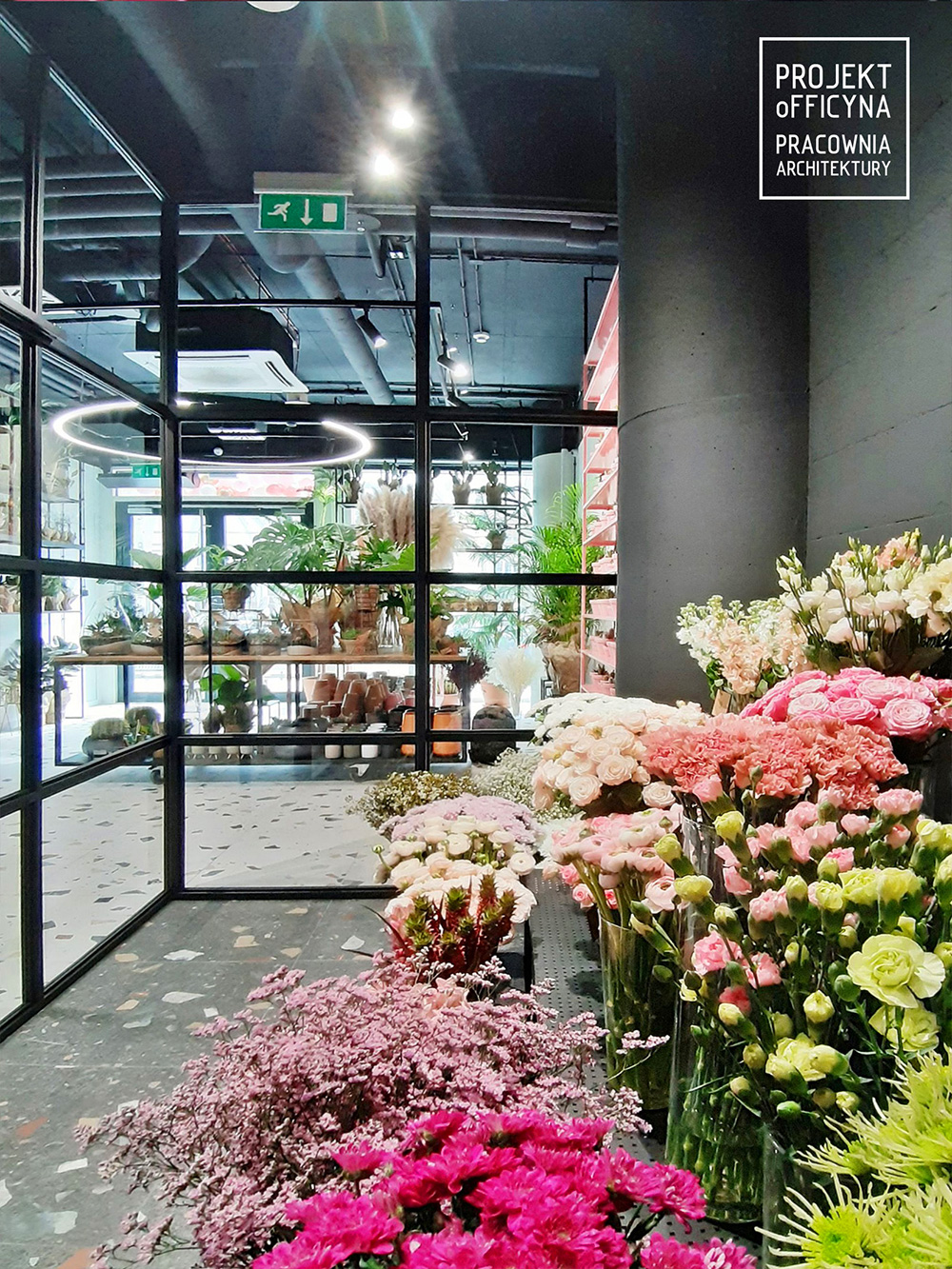 Kwiaty na pierwszym planie: nowa kwiaciarnia wHi Piotrkowska