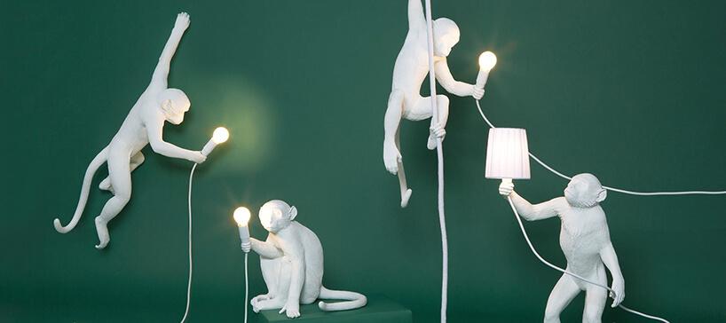 biała lampa wkształcie małpy