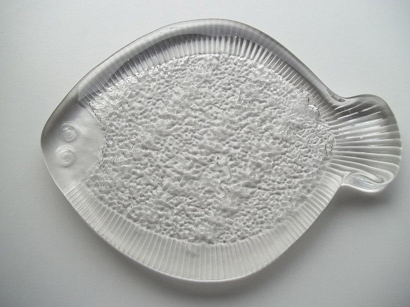 szklany talerz wkształcie ryby