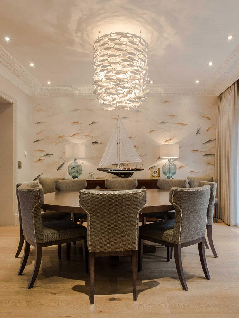 wysoka lamp wisząca zmałych rybek