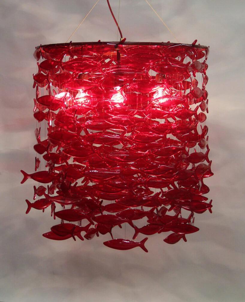 lampa wisząca zczerwonych szklanych rybek
