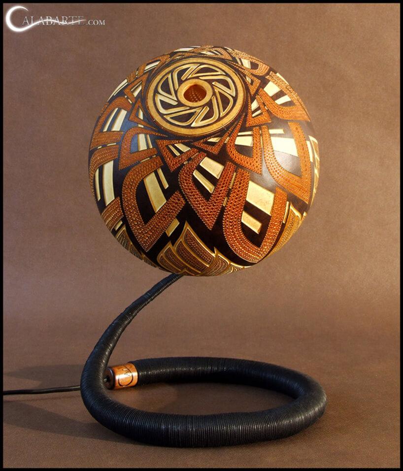 lampa na sztywnym kablu