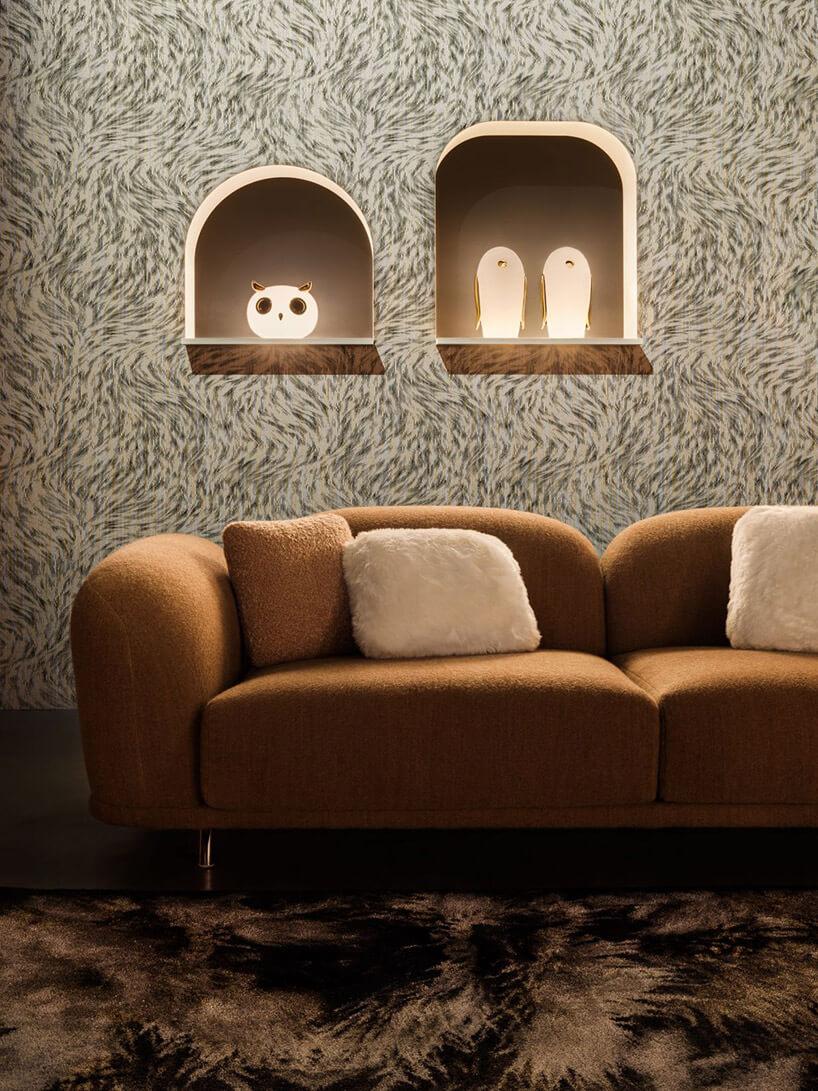 Białe lampy stołowe wkształcie zwierząt ze złotymi akcentami od MOOOI waranżacji wnętrza