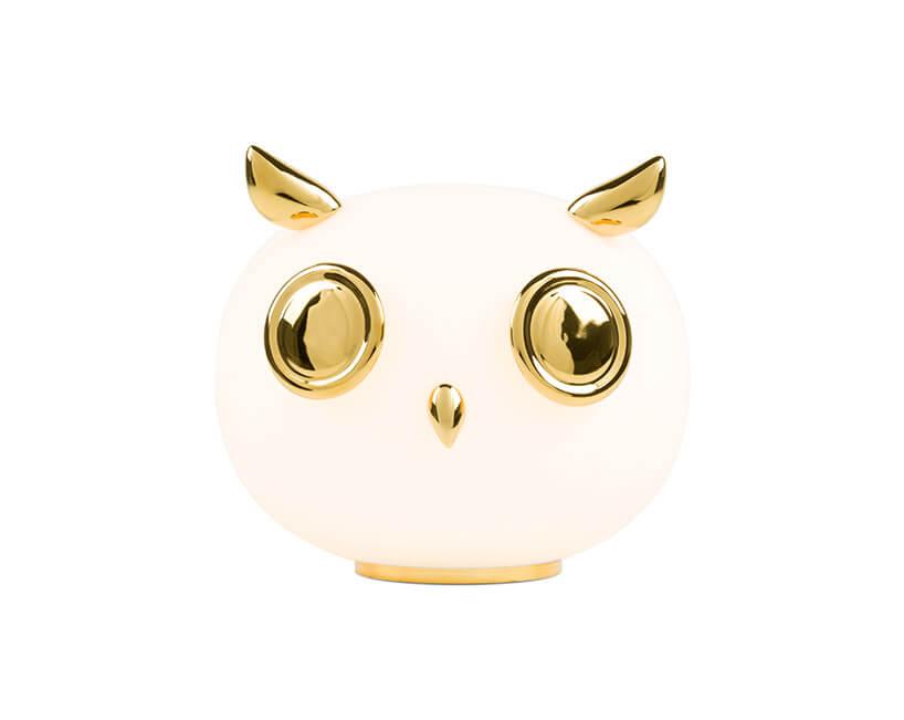 Biała lampa stołowa wkształcie sowy ze złotymi akcentami od MOOOI