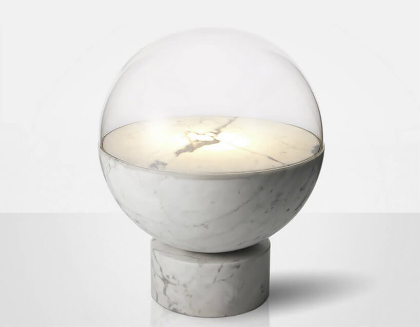 marmurowo-szklana kula zwzorami