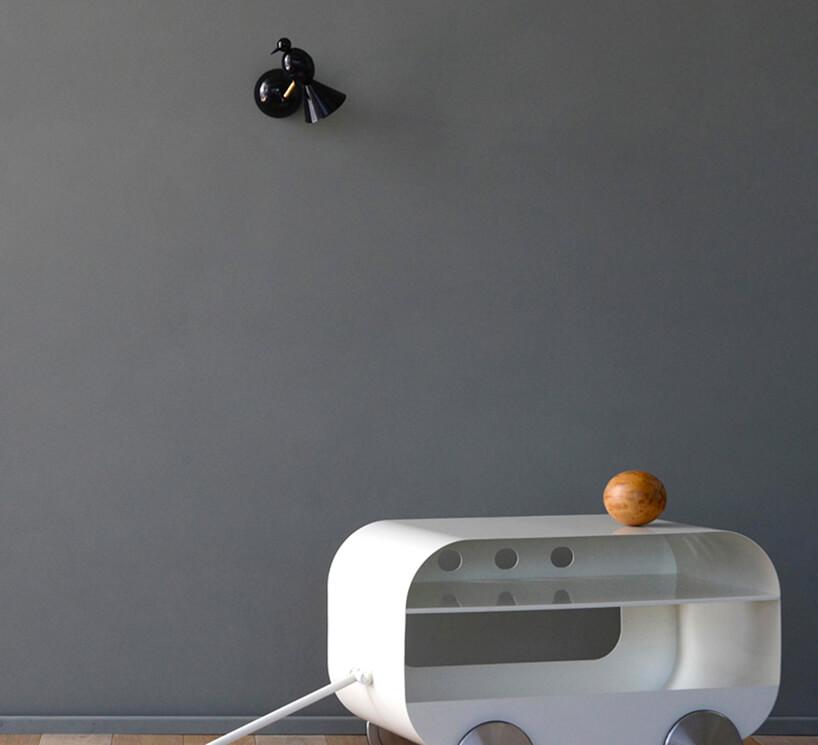wyjątkowa czarna lampka ścienna Alouette Wall od Atelier Areti wkształcie ptaka