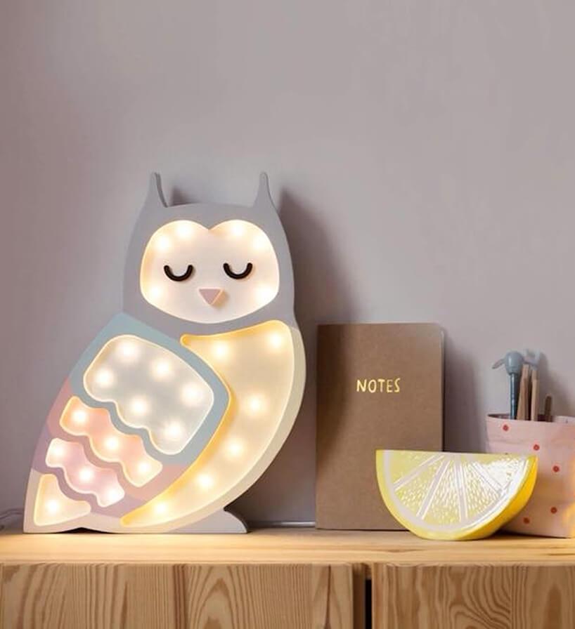delikatna lampka Owl od Little Lights wkształcie sowy wpastelowych kolorach