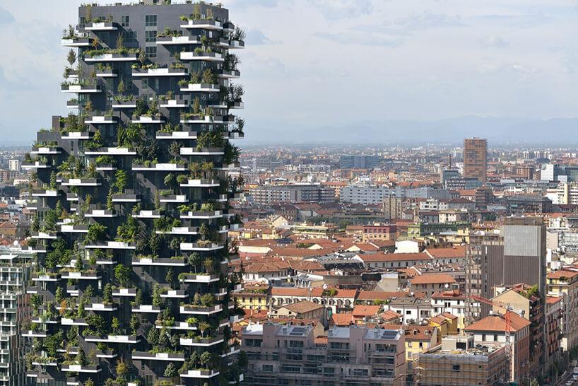 projekt wieżowca zzielenią na elewacji