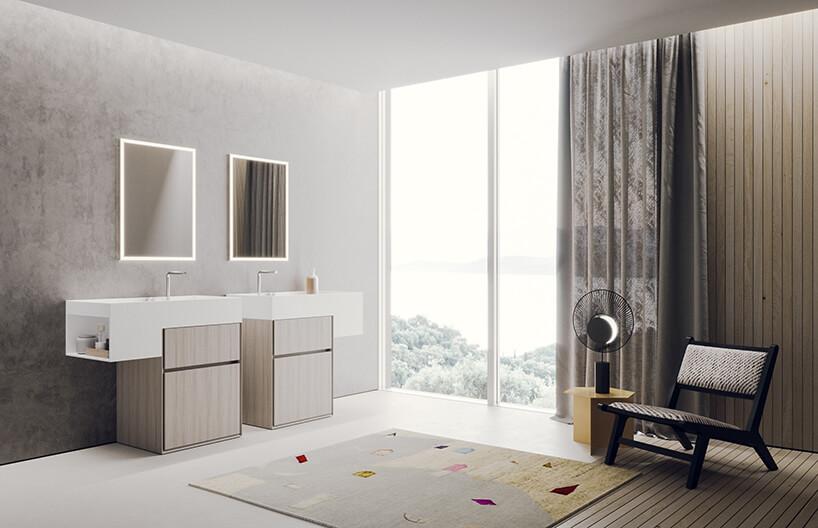 elegancka kolekcja łazienkowa Libera+ od Novello, projektu Gian Vittorio Plazzogna zwysokimi oknami