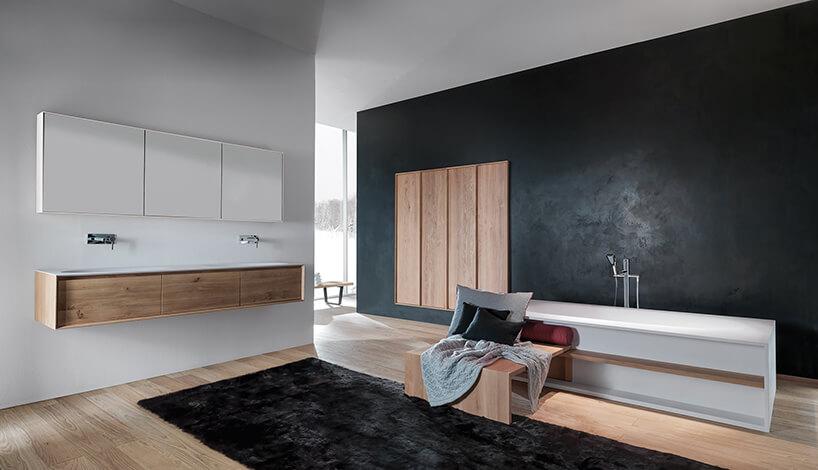 kolekcja Shape Evo od Falper projektu Michael Schmidt wnowoczesnej eleganckiej otwartej łazience zdrewnianą podłoga