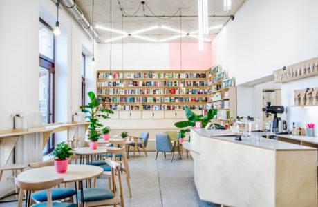 Lektura przy kawie w duchu slow: kawiarnia i czytelnia w Poznaniu