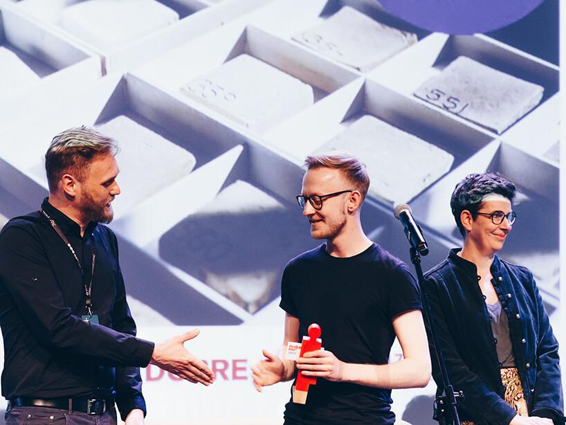 trzech mężczyzn podczas wręczania nagrody wramach ŁDF 2019