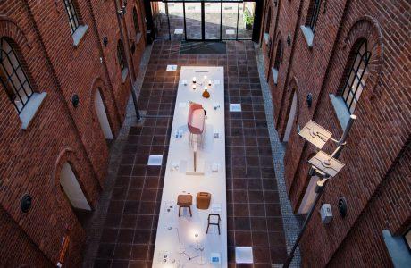 zdjęcie z góry na jedną z ekspozycji w lofotwych wnętrzach na ŁDF 2019