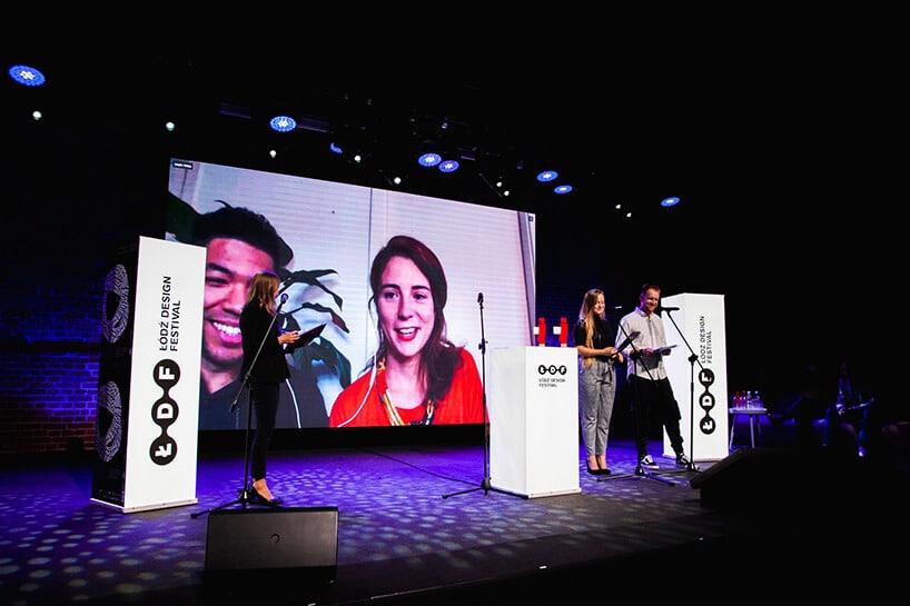 konferencja zdużym ekranem iwręczeniem nagród
