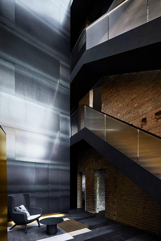 Loftowe wnętrze wwiktoriańskim budynku