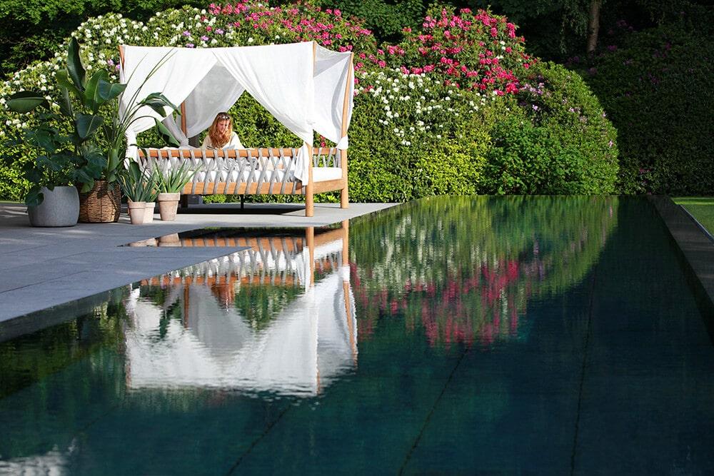 Luksusowa strefa relaksu od Royal Botania – parasole ogrodowe imeble na taras
